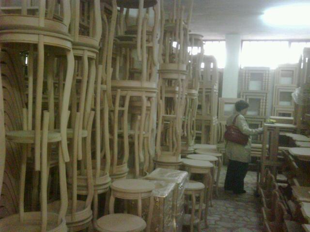 Egy bútorlabirintus belülről