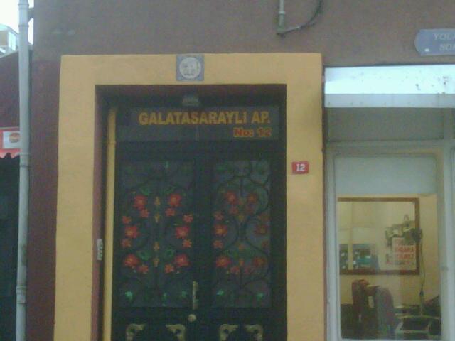 IMG00130 20101229 1507 Galatasarayos ház
