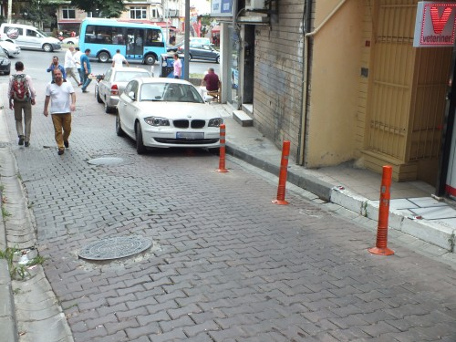 Itt egy parkolóhely