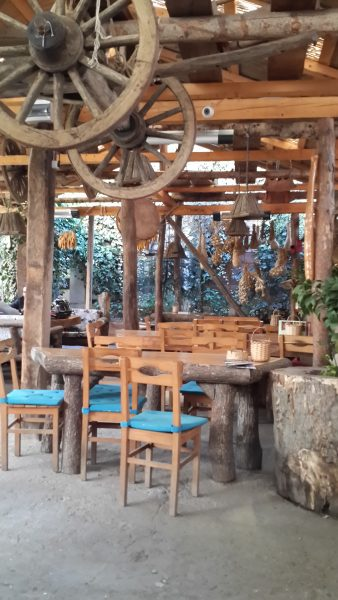 Hangulatos falusi reggeliző hely