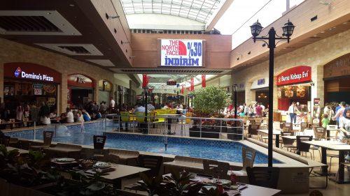 Útmenti bevásárló központ