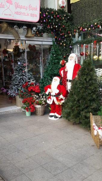 Mikulás és Karácsonyfa