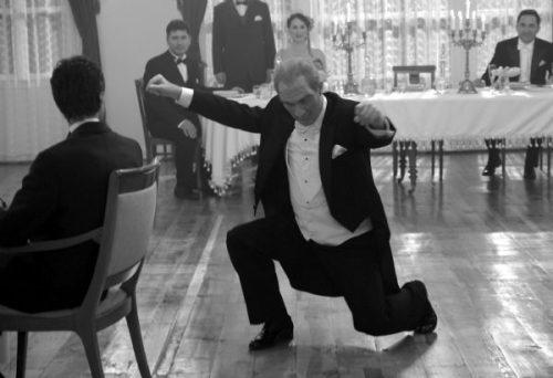 Atatürk táncol