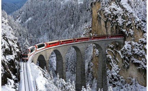Keleti-Expressz vonat az egyik völgyhídon - Forrás: İnsanhaber