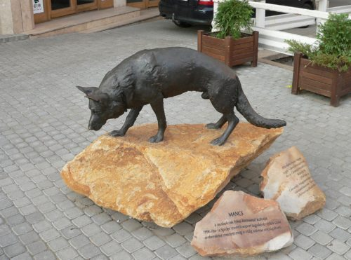 Mancs bronzszobra a Szinva partján - Forrás: Wikipédia
