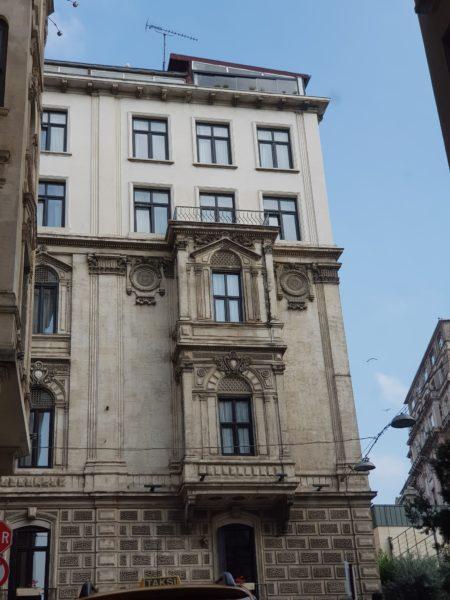 Az elmúlt évszázadokban felkerült néhány extra emelet.