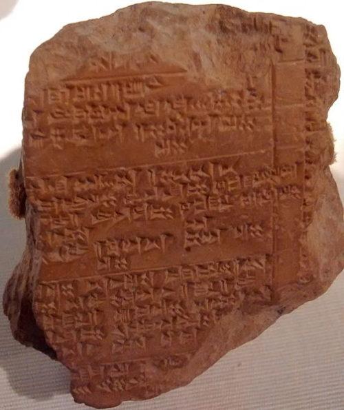 Hettita agyagtábla valamikor i.e. 14. századból, Hattuszaszból - Forrás: Wikipédia