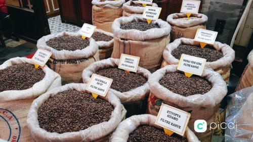 Kávé az isztambuli Fűszer-bazárban