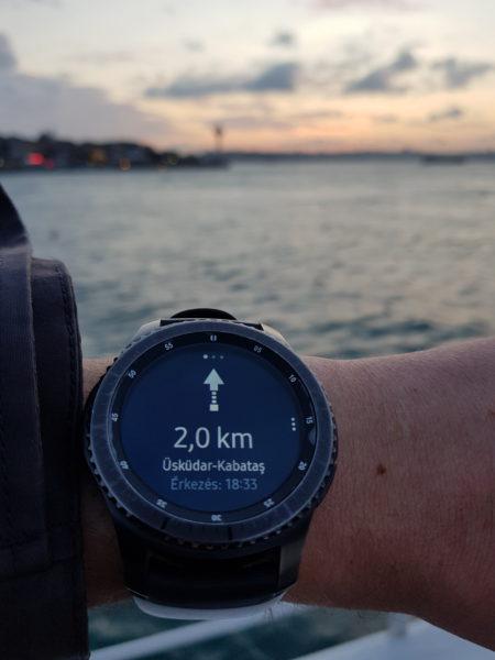 Már csak 2 km-t kell úszni!