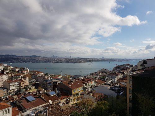 Esik a hó Isztambulban (2020).