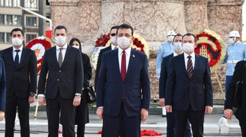 Április 23-ai megemlékezés a Taksim-téren.