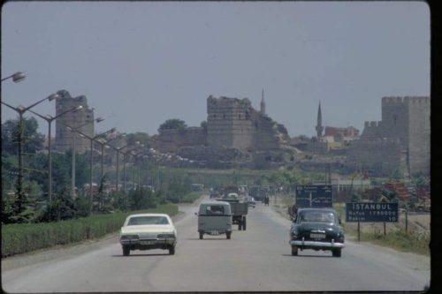 Érkezés az 1,7 millió lakosú Isztambulba valamikor az 1960-as évek végén. Forrás: Ismeretlen