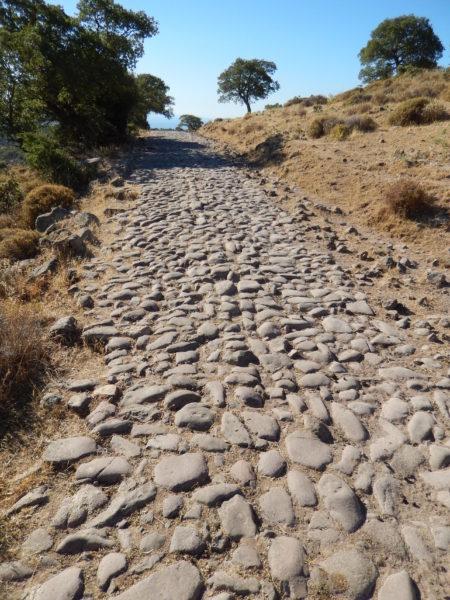 Római út Assos közelében. Forrás: www.anatolianroads.org