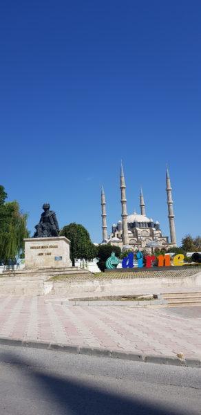 Edirne, és a Selime mecset, ahogy a kocsiból látszik