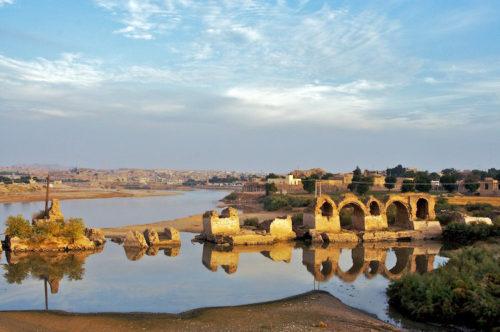 Band-e Kaisar, azaz Caesar-híd. Más néven Valerian-híd Sustar városában. Forrás: Wikipédia