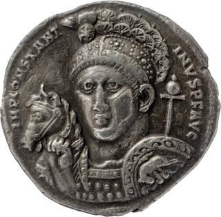 Nagy Konstantin császár és a mindentől védő sisakja-koronája. Forrás: Wikipédia