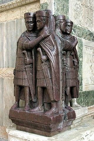 A tetrarchák szobra Velencében. Forrás: Wikipédia